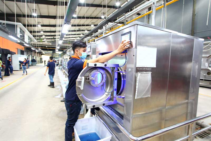 Technology upgrades and improved efficiency in Vietnam's textile sector could decrease its energy consumption by 30 percent.