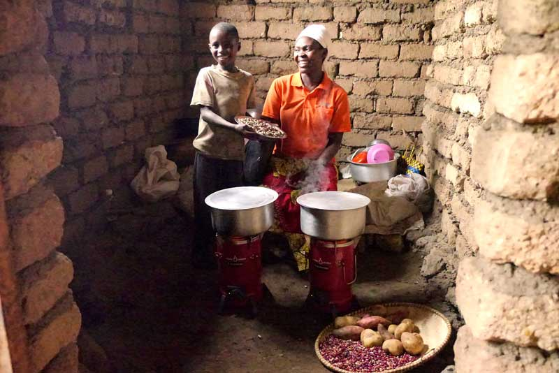 In Rwanda, Inyenyeri has distributed clean cookstoves to 3,500 households in Kigeme refugee camp. The firm is expanding into other camps in 2019. © Inyenyeri